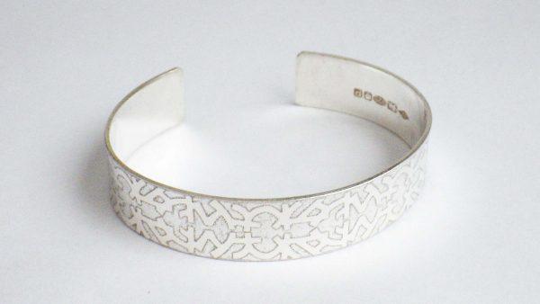 Oriental pattern bangle
